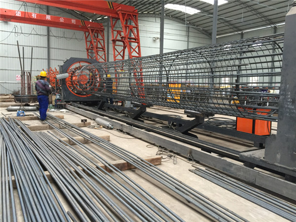 Ražots Ķīnā Vienkārša darbība Izturīga un izturīga Kvalitātes nodrošināšana tērauda stieņu sprosta metināšanas iekārta un stiprinoša būru izgatavošana